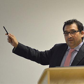 Dr. Alonso Peña